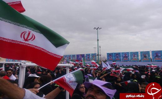 تصاویری از لحظه ورود رییس جمهور تا حضور ایشان در مصلای کرمان