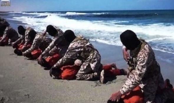 اعدام وحشیانه گروهی از مسیحیان به دست داعش+ تصاویر
