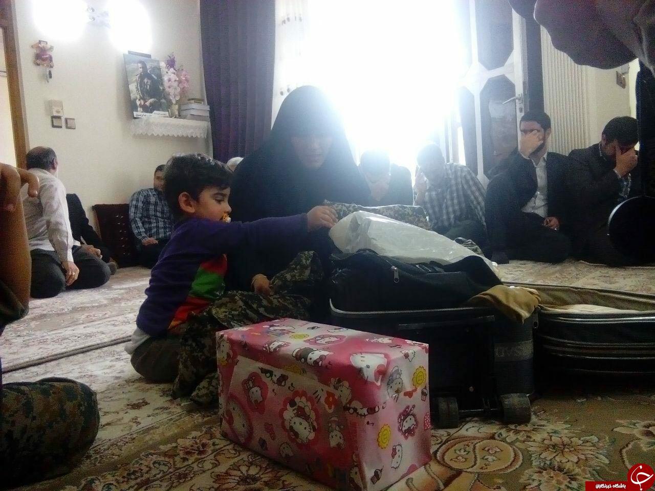 مراسم تحویل چمدان  یک شهید مدافع حرم به خانواده+عکس