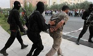 حمله دزد قوی هیکل و ترسناک منزل به ماموران پلیس/سارق حرفهای قبل از فرار دستگیر شد