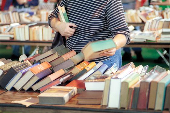 برپایی نمایشگاه کتاب در رزن