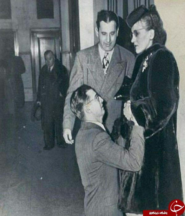 مردی در حال التماس به همسرش در دادگاه خانواده +عکس