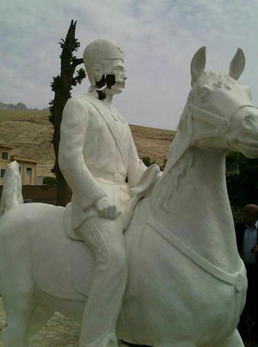 ادامه شایعات و واکنش ها نسبت به تخریب مجسمه سردار اسعد بختياری