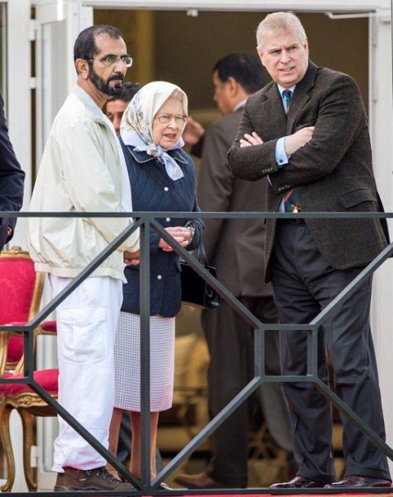 سوتی معاون حاکم امارات در دیدار با ملکه انگلستان!