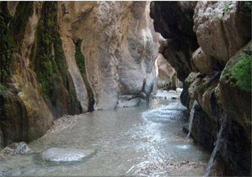 چشمه آب گرم دلفان نگینی درخشان دردل کوههای لرستان