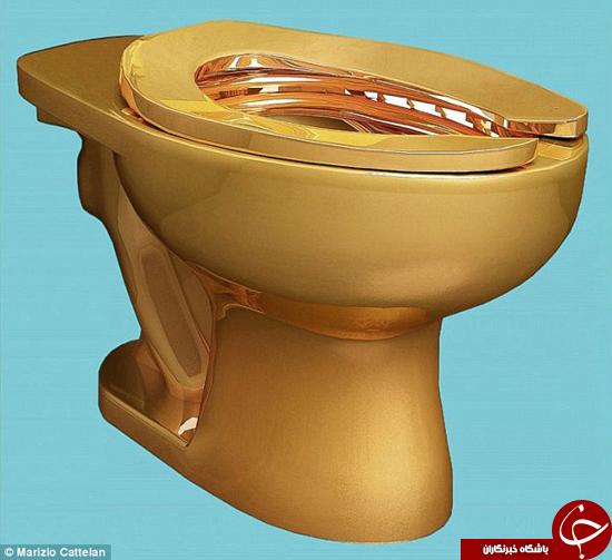 موزهای توالت فرنگی از طلا را به نمایش گذاشته میگذارد