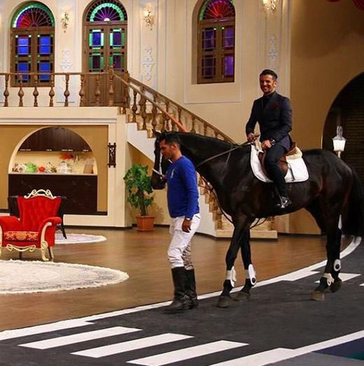 «دورهمی» مهران مدیری با فعالان عرصه سینما/ آن مرد با اسب آمد