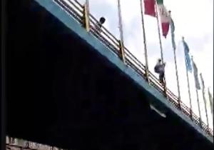 اقدام به خودکشی در پل حافظ تهران + فیلم