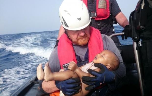 انتشار عکس تأثر برانگیز کودک غرق شده در فاجعه مدیترانه + عکس