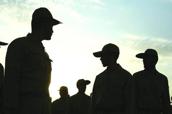 ماجرای سربازانی که میلیونی حقوق میگیرند