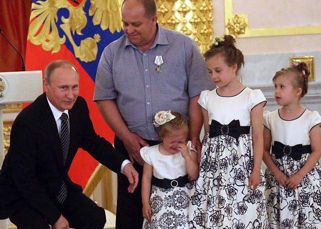 وقتی پوتین اشک کودکان را درمیآورد+ تصاویر