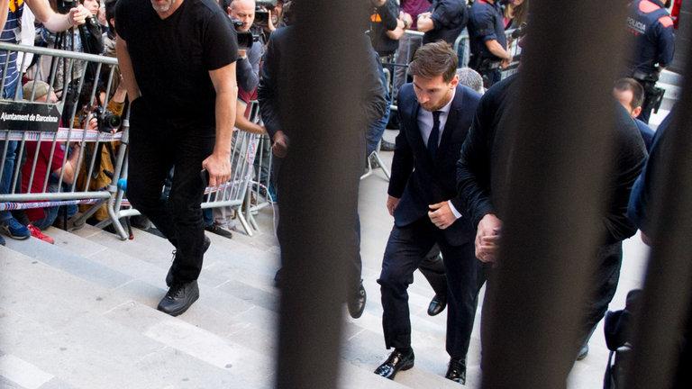 تصاویر حضور مسی در دادگاه