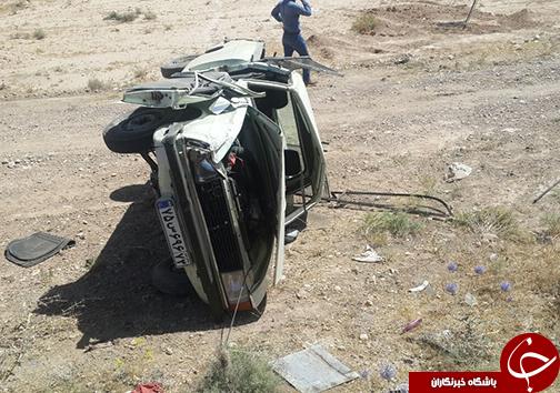 دو نفر مصدوم بر اثر واژگونی خودرو پیکان بار + تصاویر