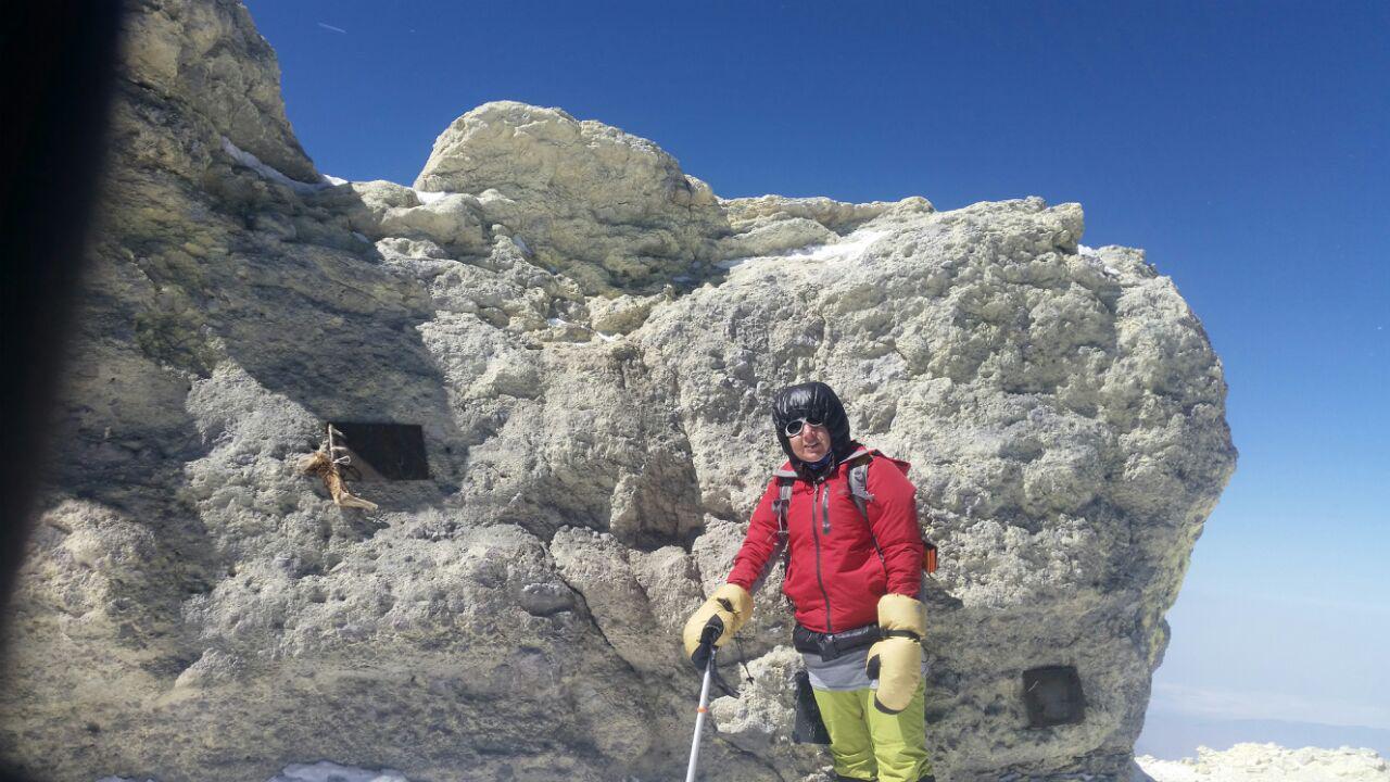 صعود کوهنورد دهلرانی به دماوند