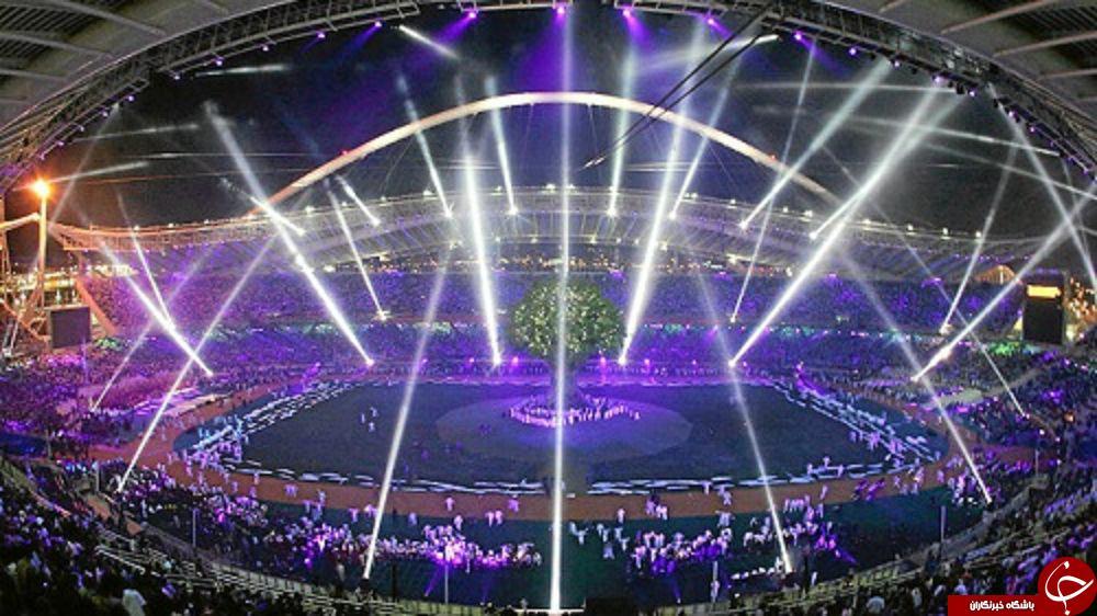 شهری که بر اثر برخورد شهاب سنگ بوجود آمد/ کویر نمک ایران از لنز دوربین فضانوردان/ نماز عید فطر در استادیوم المپیک آتن
