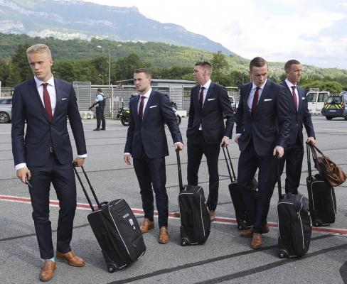ایسلندی ها به فرانسه رسیدند + عکس
