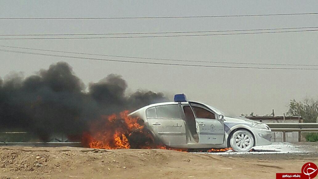 خودروی پلیس وسط جاده آتش گرفت + فیلم و تصاویر