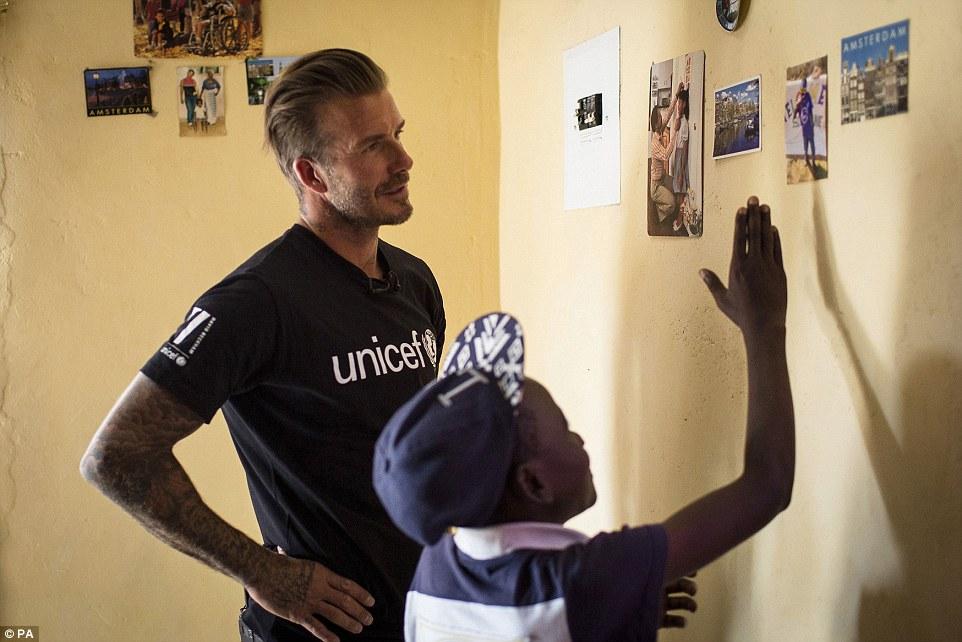 بکهام در میان کودکان ایدزی افریقا