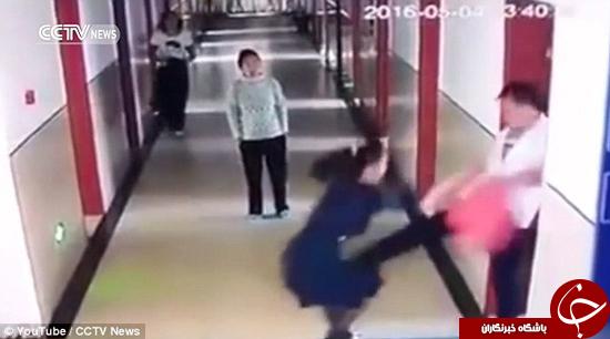پرستار مرد بیمارستان خانم بیماری را به شدت کتک زد + تصاویر