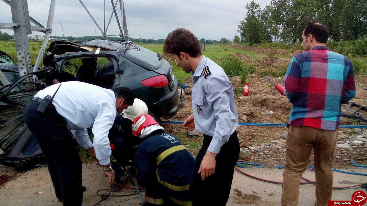تصادف شدید با تیر فشار قوی یک نفر را بکام مرگ کشاند