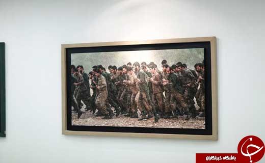 افتتاح نمایشگاه عکس «ایستاده در غبار» با حضور چهرههای سینمایی + تصاویر