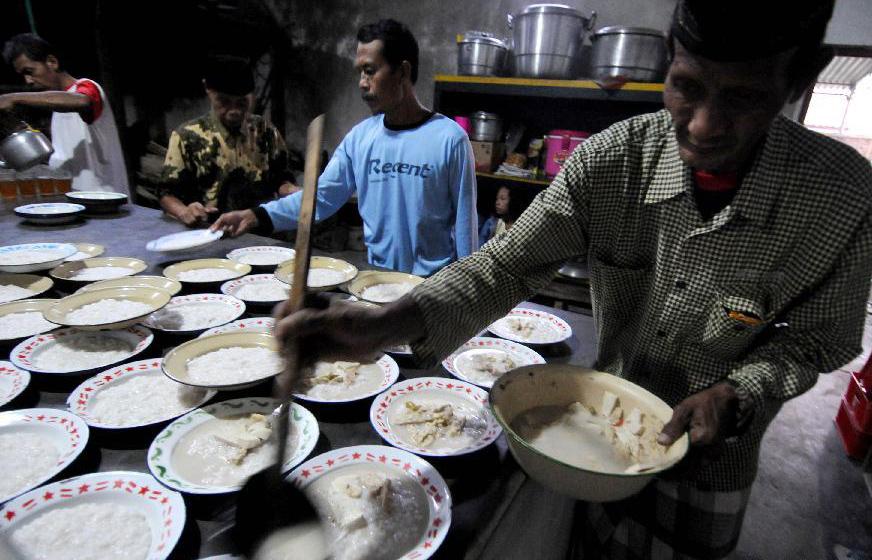 سنت رمضان در اندونزی؛ از معروفترین غذای افطاری شهروندان جاکارتا تا هدیه