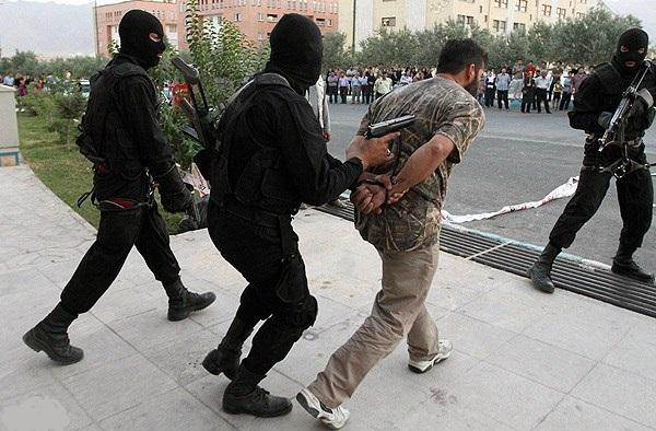 جزییات دستبرد به بانک در منطقه پاسداران/سارق نقابدار با پولها و اسلحه به دام افتاد