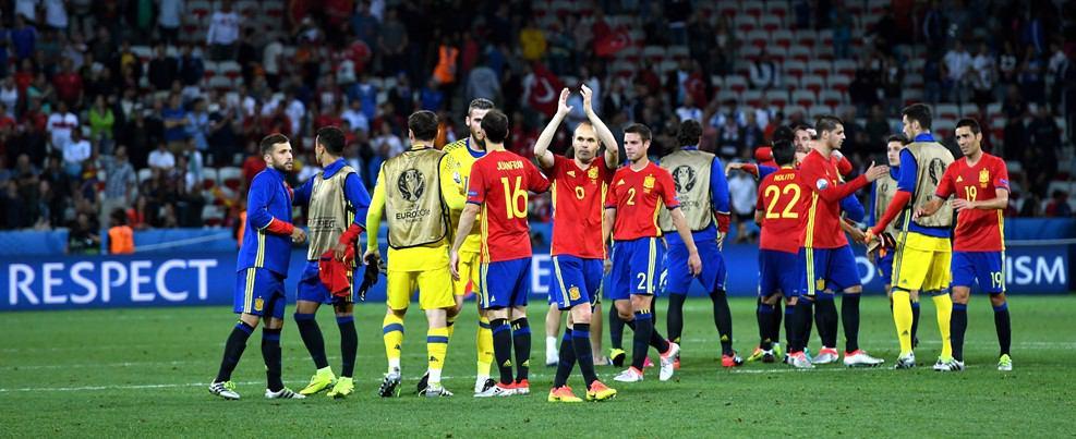 اسپانیا ۳ ترکیه ۰/ صعود لاروخا با  نخستین پیروزی قاطع جام +تصاویر
