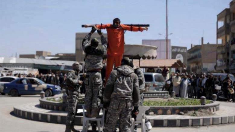 به صلیب کشیدن شهروندان سوری از سوی گروه تروریستی داعش به اتهام روزه خواری در ماه رمضان + عکس