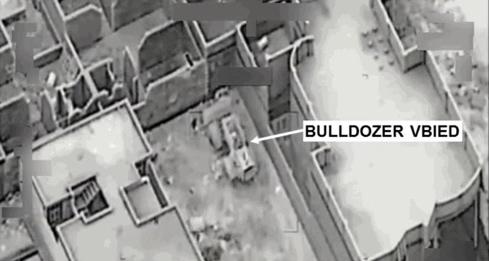 انهدام تسلیحات مرگبار و خودروهای زرهی داعش بوسیله جنگندههای ائتلاف آمریکا+ تصاویر