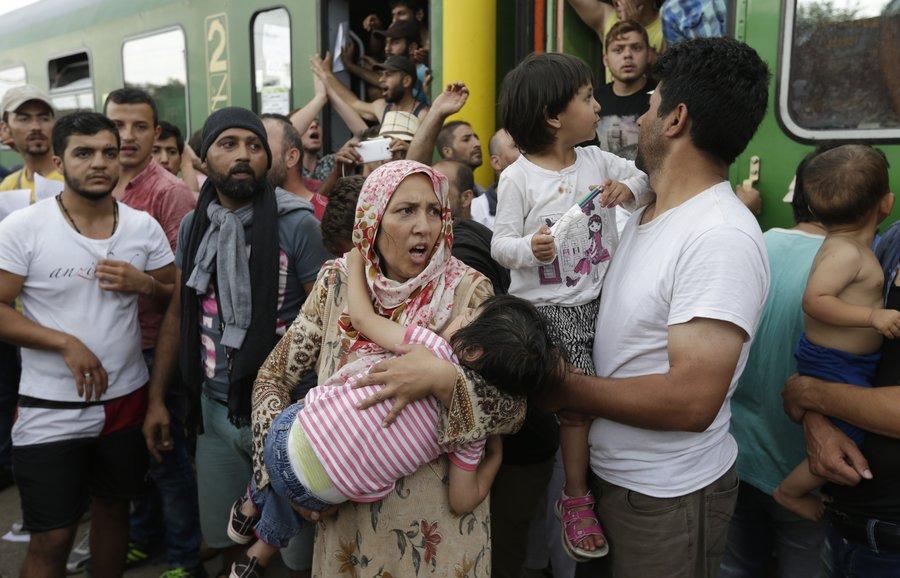 قطار آوارگان در پیچ یونان زمین گیر شد