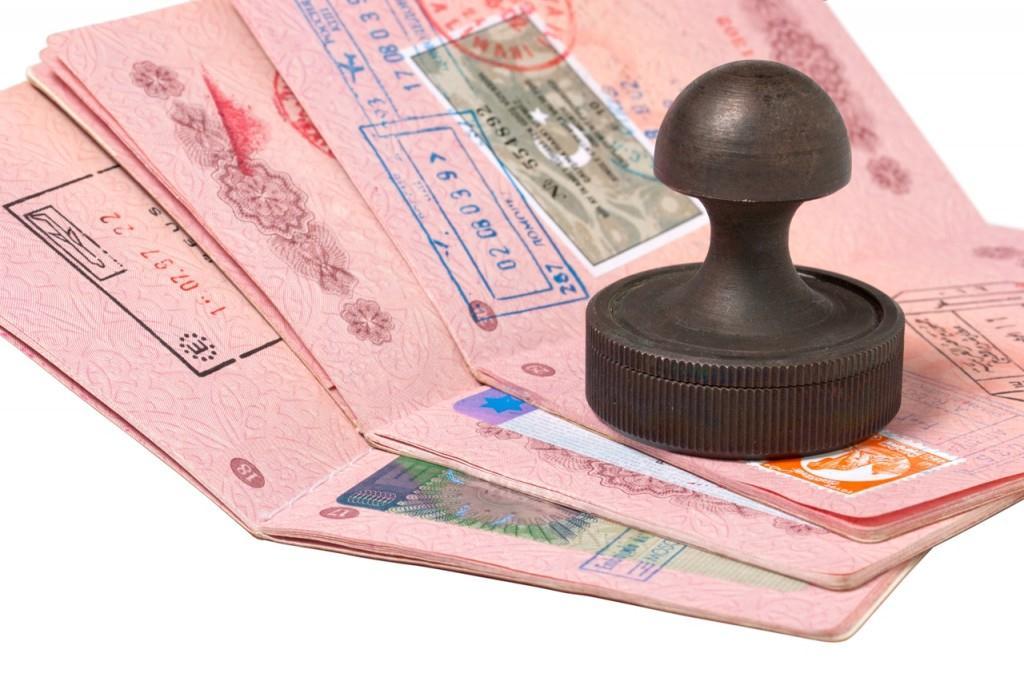 اخذ ویزا از طریق کشور ثالث درخور شان یک ایرانی است؟