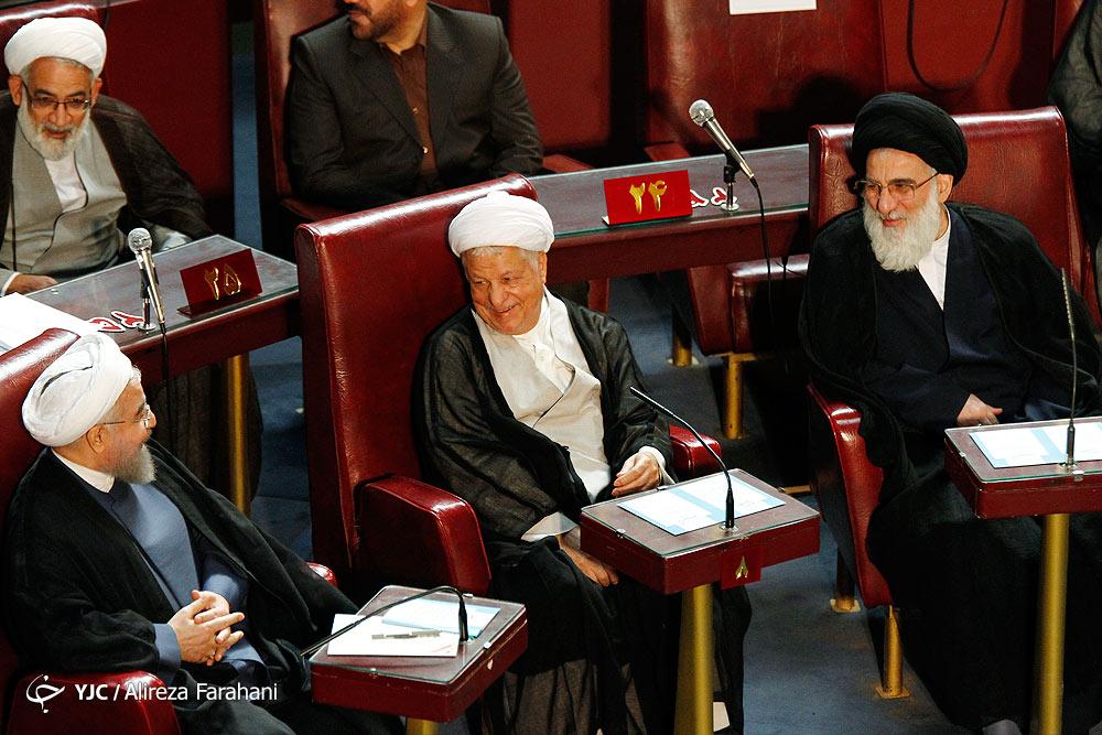 از خودکار و عینک قرضی تا غیب شدن احمدی نژاد و خنده های آیت الله