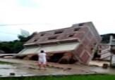 باشگاه خبرنگاران -لحظه فرو ریختن یک ساختمان بر اثر سیل + فیلم