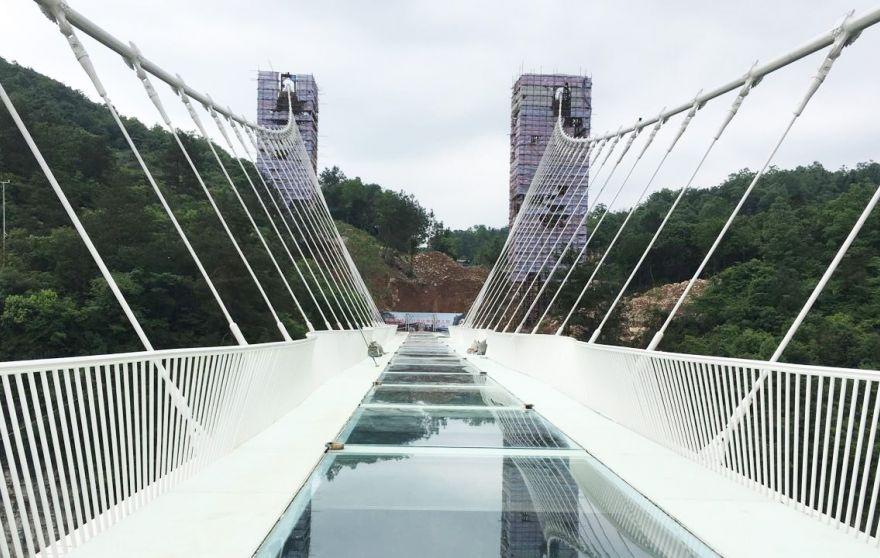 طولانیترین پل معلق شیشه ای جهان