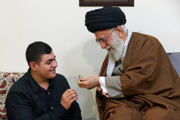 خانواده فرمانده شهید حزبالله لبنان با رهبر معظم انقلاب دیدار کردند + تصاویر