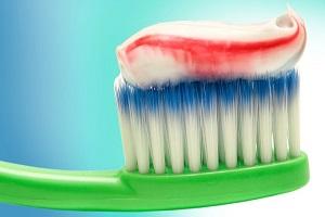آیا خمیر دندان به سلامتی انسان آسیب می رساند؟ 1