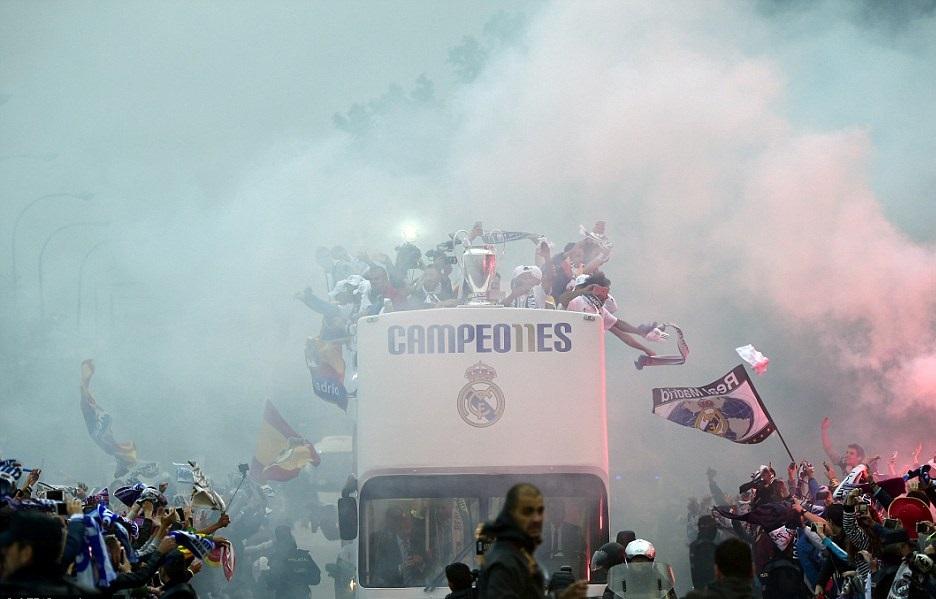 جشن قهرمانی رئال مادرید در کنار هواداران+تصاویر