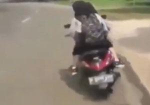 لحظه شاخ به شاخ دو دختر موتورسوار در خیابانهای تهران + فیلم