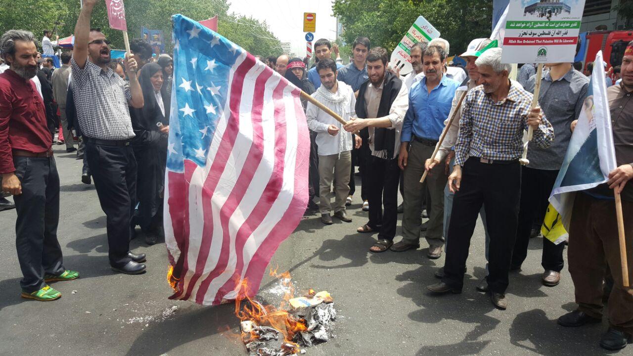 سلفی عزرائیل با نتانیاهو در روز قدس/همدلی مردم با سردار مقاومت/اسرائیل در تب 41 درجه میسوزد/ فرزند رهبر انقلاب در جمع راهپیمایان+ تصاویر