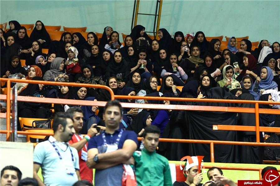 حضور بانوان در دیدار ایران و صربستان+تصاویر