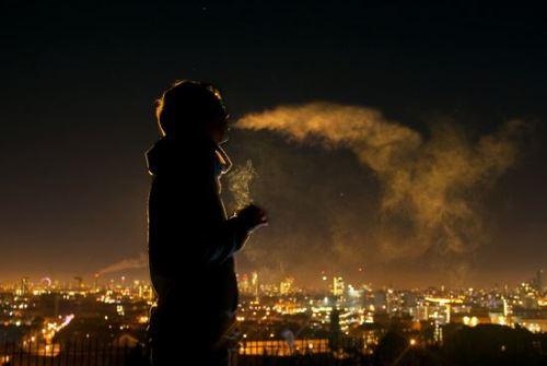 مافیای قدرتمند قاچاق سیگار کیست؟/برنامه ریزی برای نحوه سیگار در دست گرفتن جوانان!