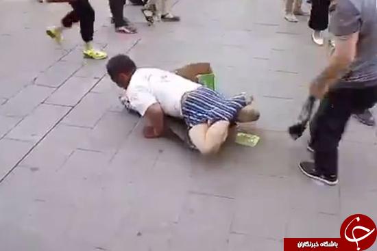 مردی که برای گدایی خود را علیل نشان میداد گیر افتاد +تصاویر