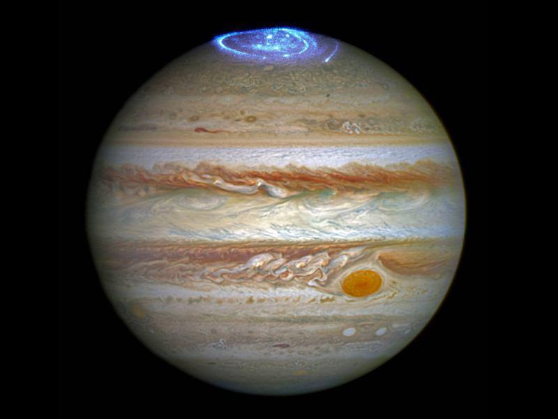تصاویر تاریخی ثبت شده از شفق آبی سیاره مشتری