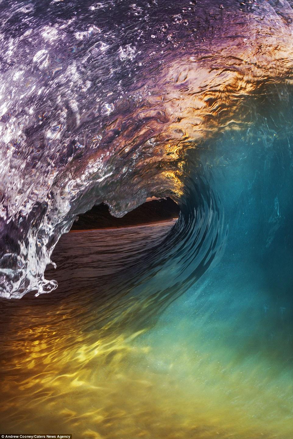 موج سواری,سوار بر موج آب,امواج دریا