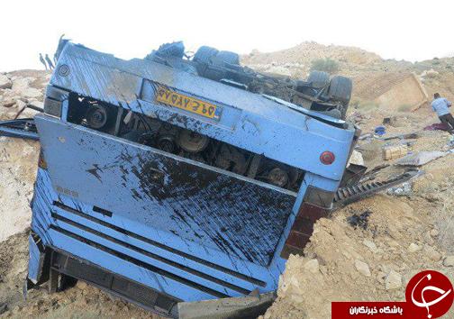 52کشته و زخمی در تصادف محور نی ریز/شمار کشته شدگان در حال افزایش است+ فیلم و تصاویر