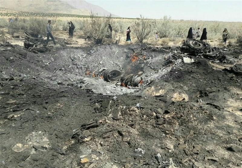 سقوط یک فروند جنگنده سوخو 24 در حوالی شیراز /خلبانان سالم هستند