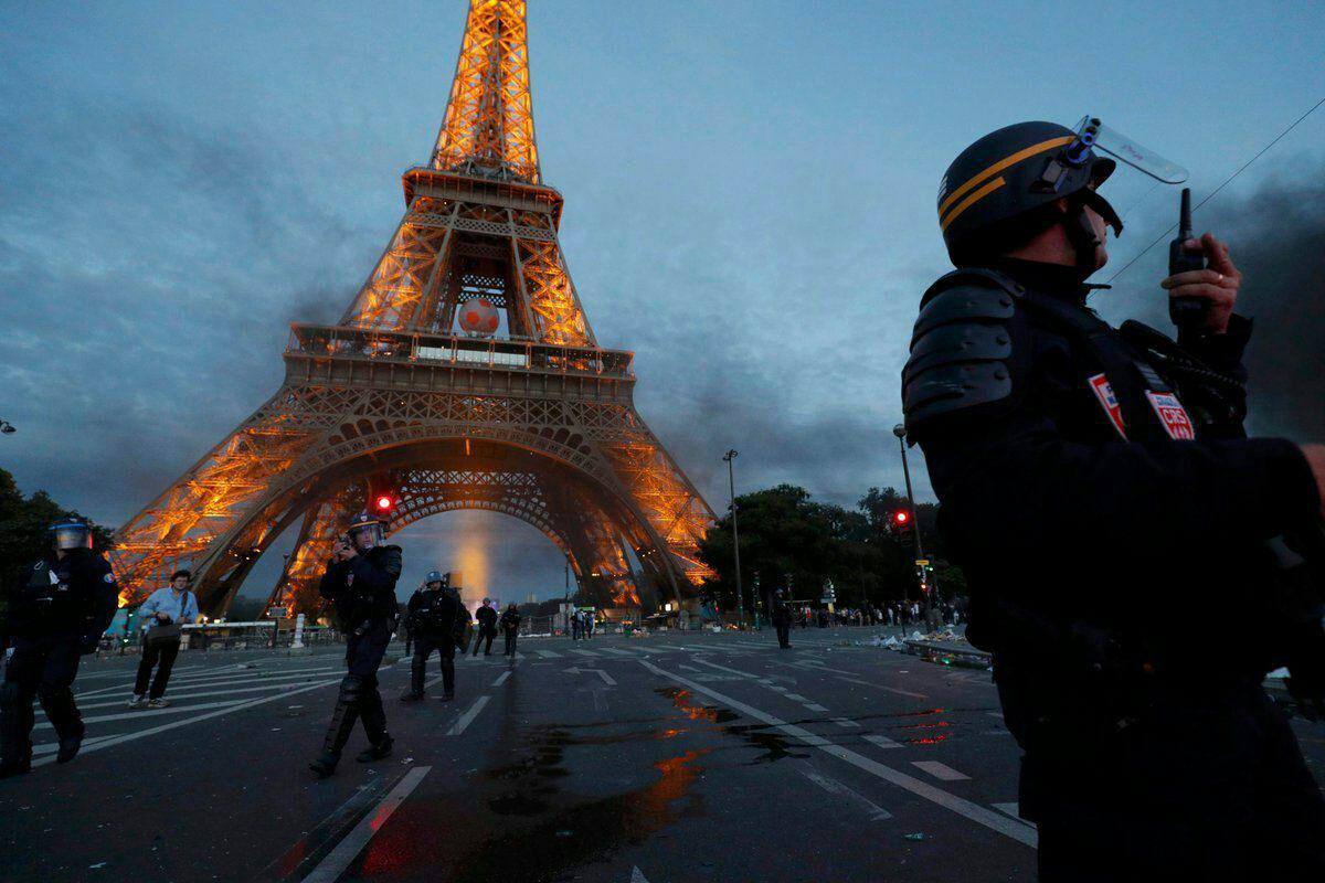 از شلیک گاز اشک آور تا جاری شدن اشک های رونالدو + فیلم و تصاویر