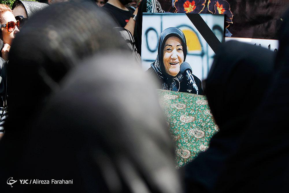 الهی قمشهای به خانه ابدی رهسپار شد/ حضور کمرنگ چهرههای فرهنگی در مراسم تشییع +تصاویر