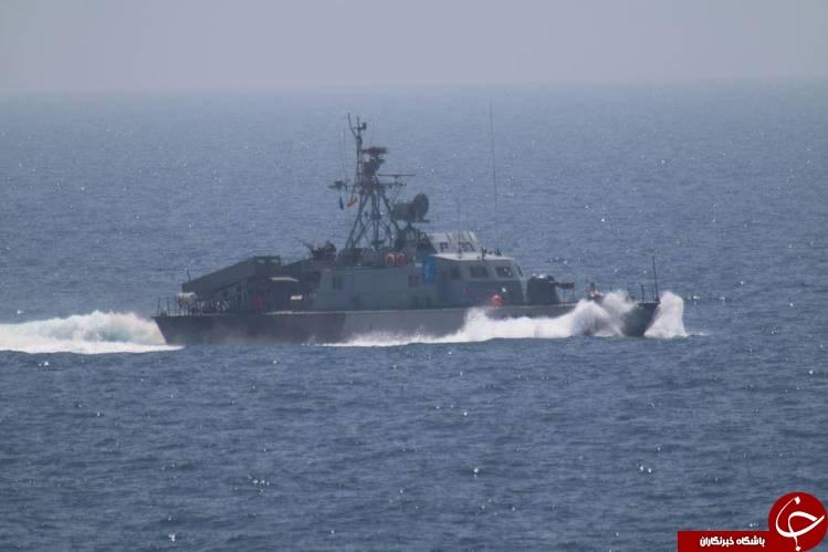 تصاویر رصد کشتی جنگی آمریکا توسط شناورهای سپاه در تنگههرمز/
